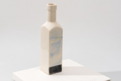 Special edition of 25 hand painted vases, hight : 15 cm., book : 19 x 19 cm. Portugal 2014