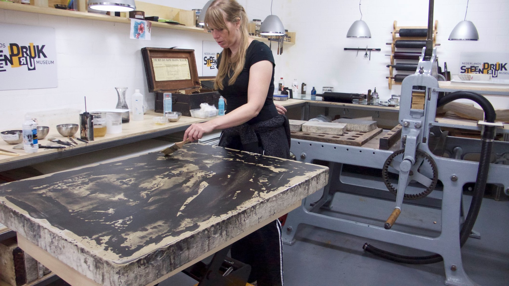In the summer of 2019 I will be realizing a large scale lithography together with the great masterprinter Gertjan Forrer in the studio of Nederlands Steendrukmuseum, Valkenswaard. Photo by Gertjan Forrer