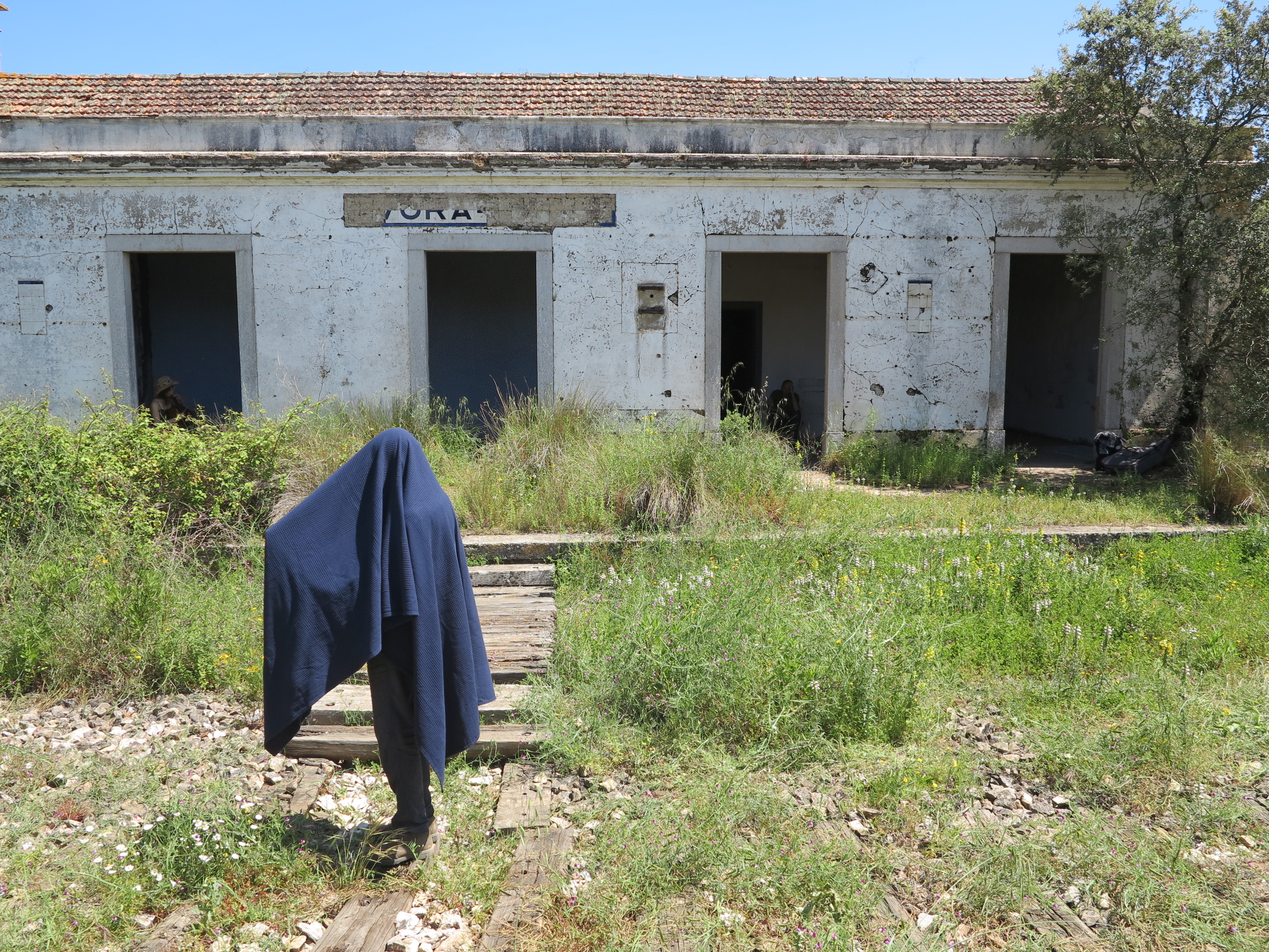"""Living sculpture installation with my one minute film """"Morte do Sol"""", especially made for the project """"Teatro de Passagem"""" by Bart Drost at the abondend railwaystation of Evoramonte, Portugal (2016)"""